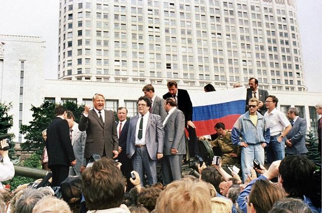 Ельцин выступает на танке 19 августа 1991 года