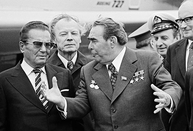 Президент Югославии Иосип Броз Тито и генеральный секретарь ЦК КПСС Леонид Брежнев (слева направо)