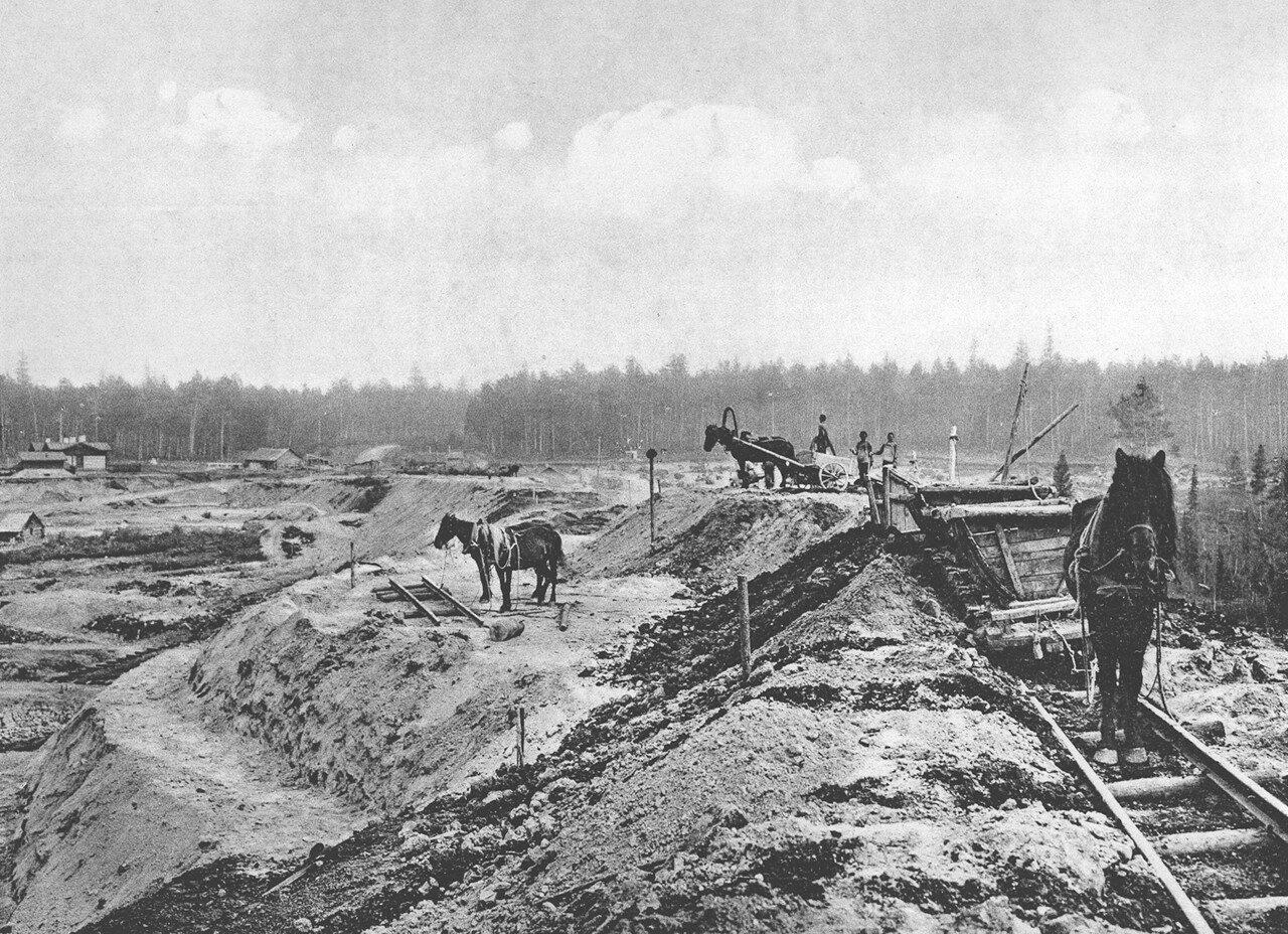 23. 2483 верста. Пополнение просадки насыпи на реке Моховой. Строительный период 1910