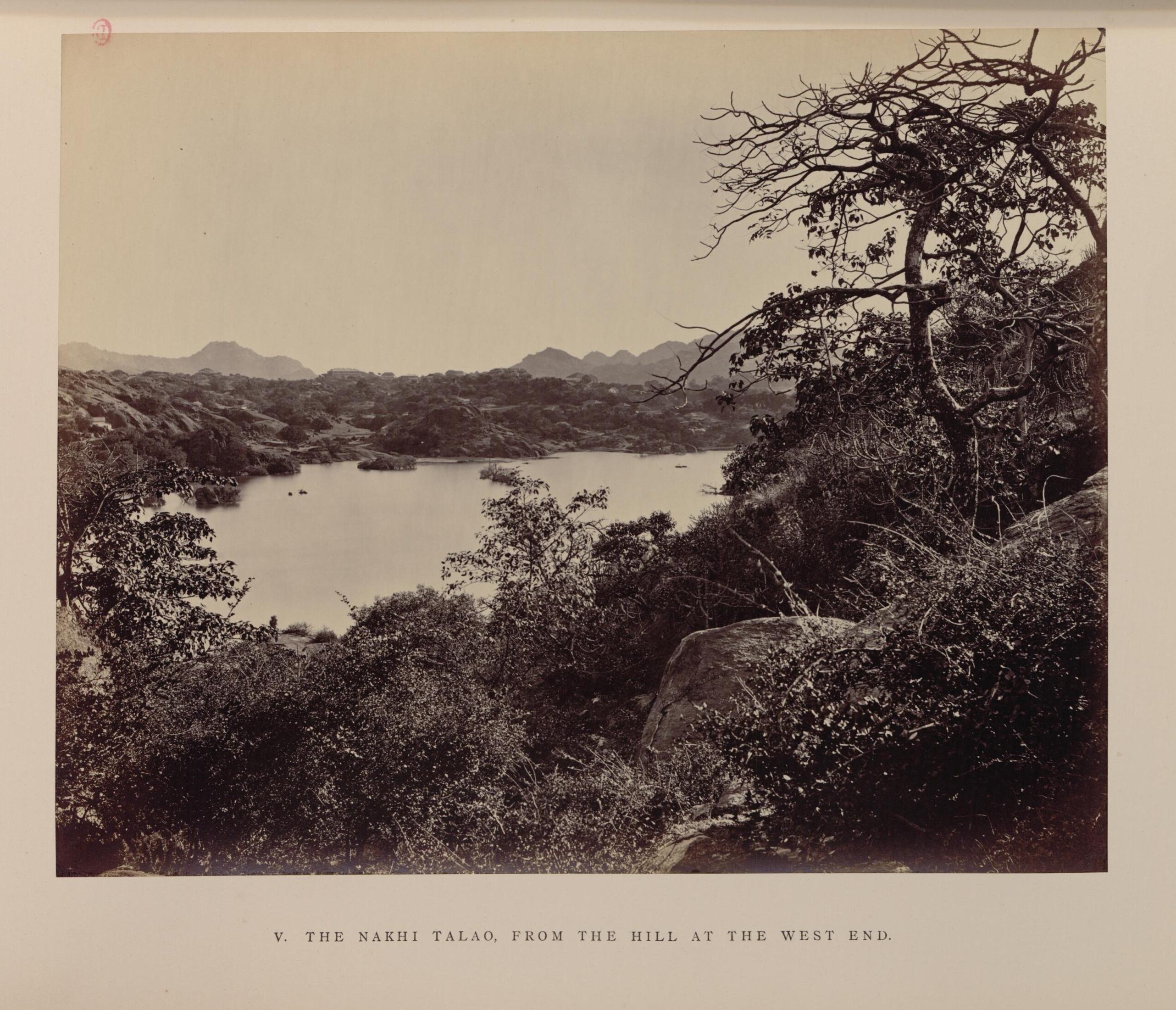 Пруд Накхи с холма на Уэст-Энд