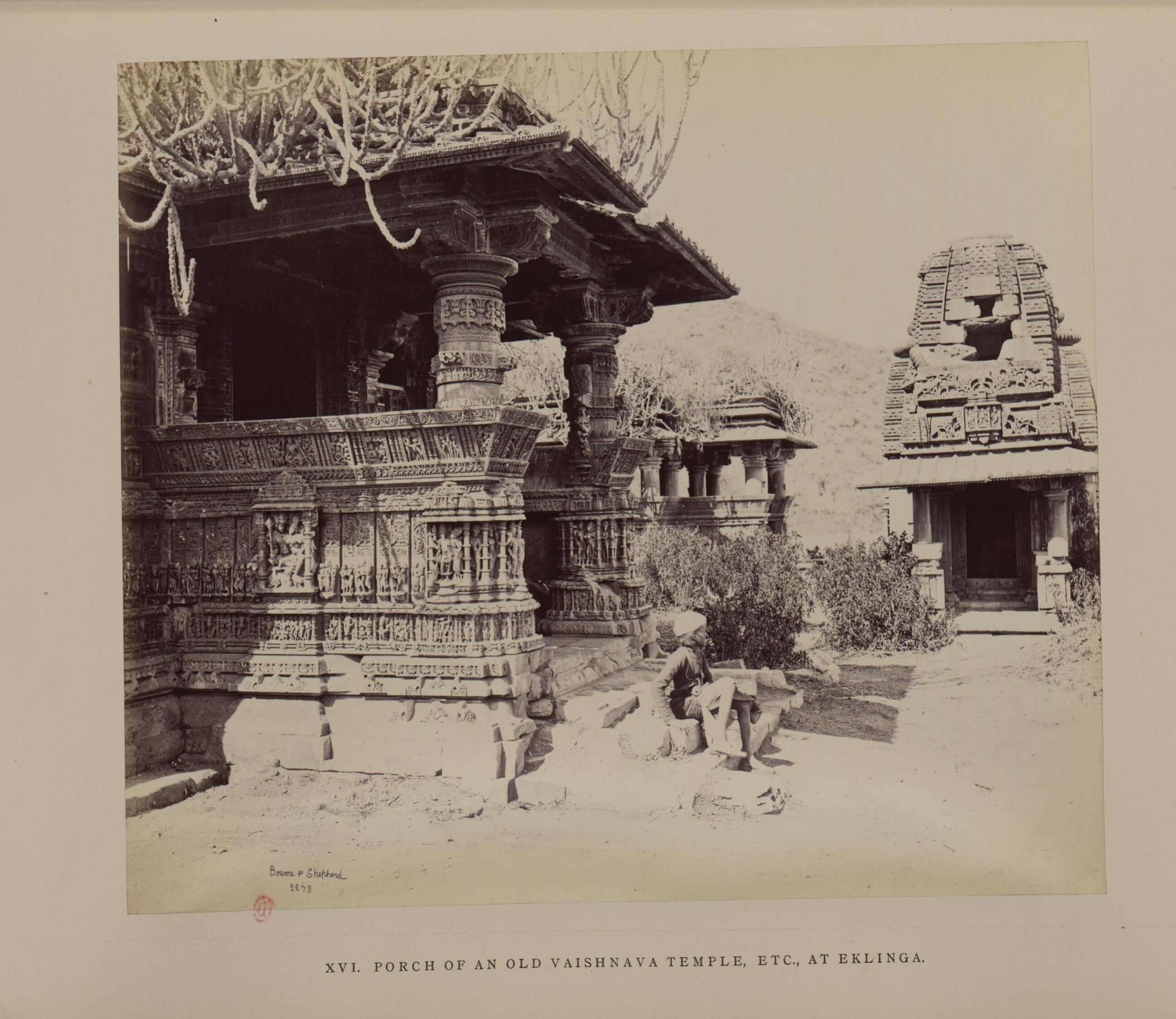 Крыльцо старого вайшнавитского храма в Еклинге