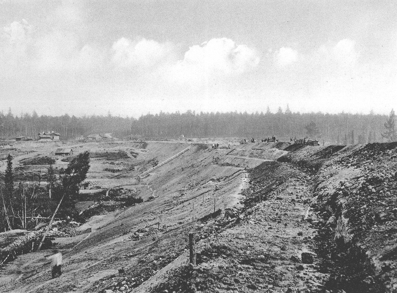 22. 2483 верста. Вид на насыпь на реке Моховой; высота насыпи до 9,24 саж. Строительный период 1910