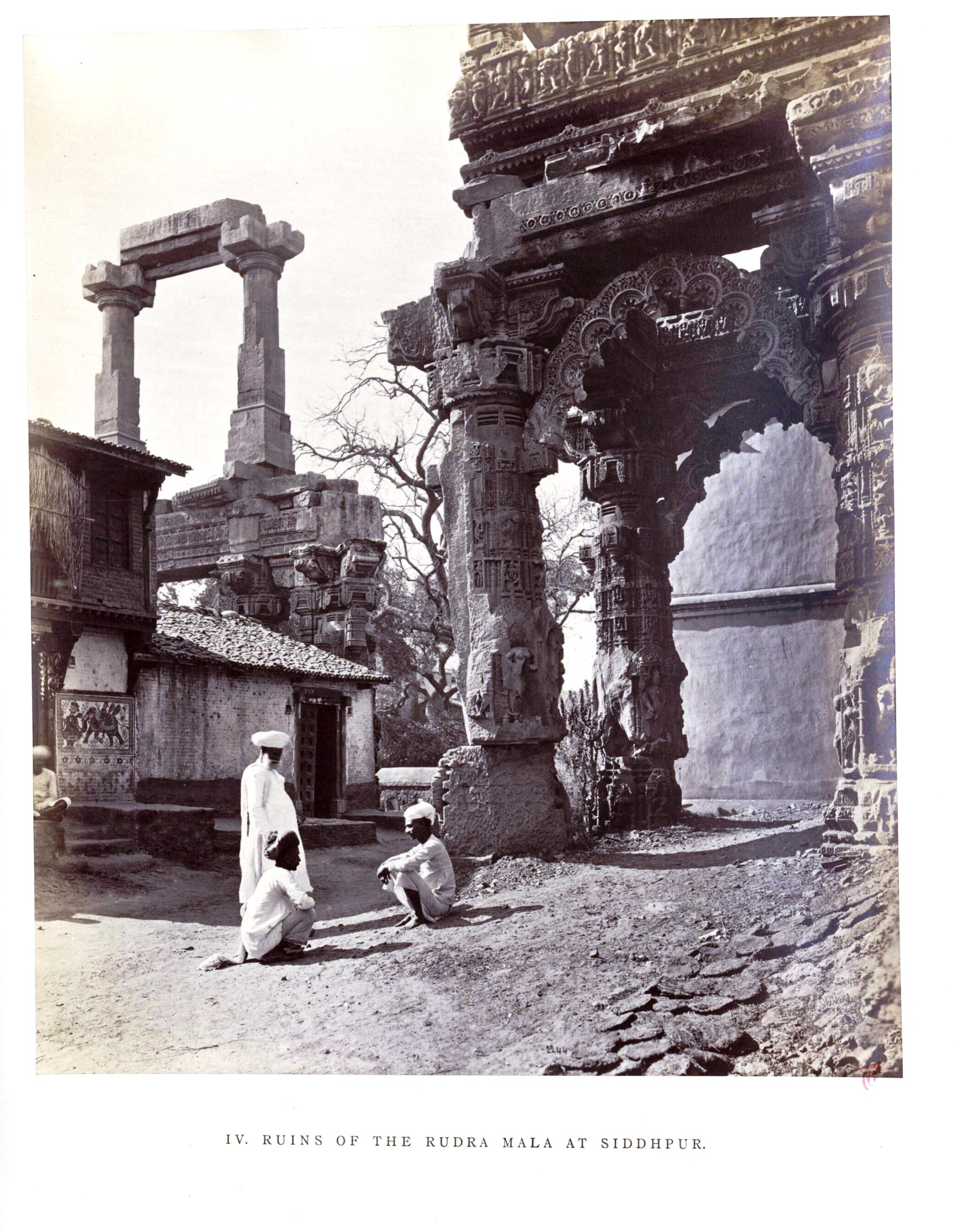 Сидхпур. Развалины ворот храма Рудра-Мала