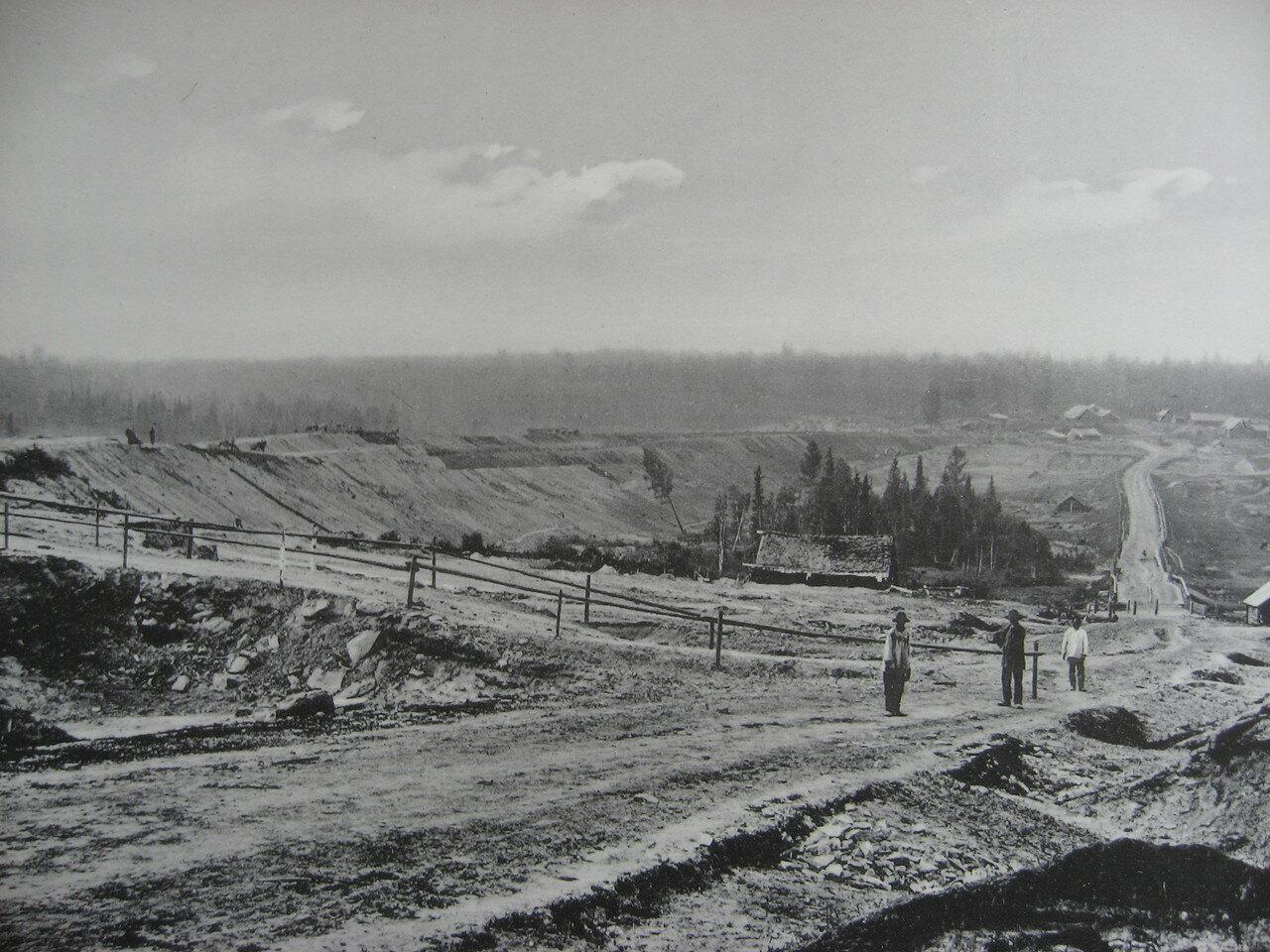 24. 2483 верста. Вид на насыпь на р. Моховой. Строительный период 1910