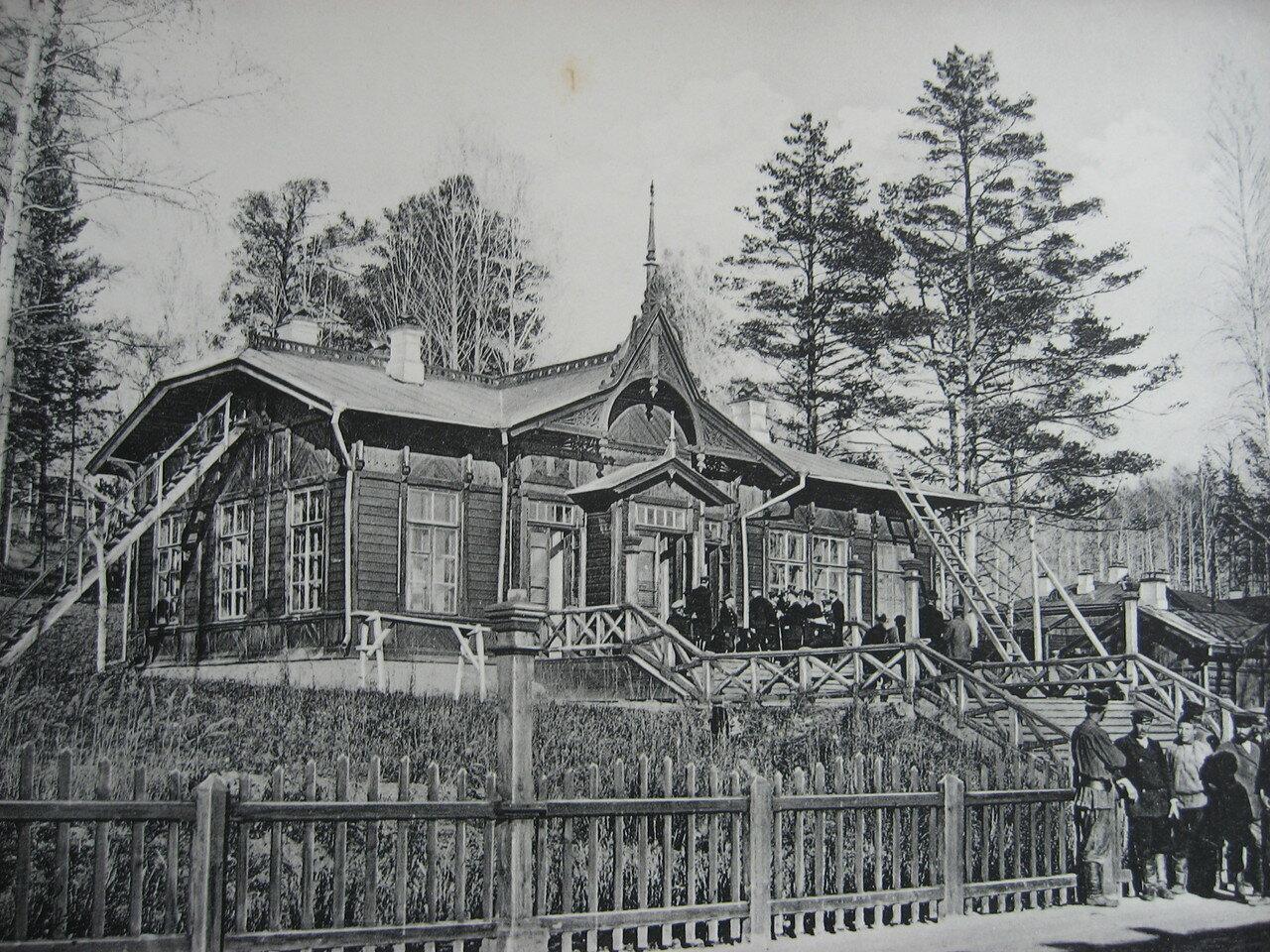 15. 2392 верста. Пассажирское здание на станции Ключи. Строительный период 1910