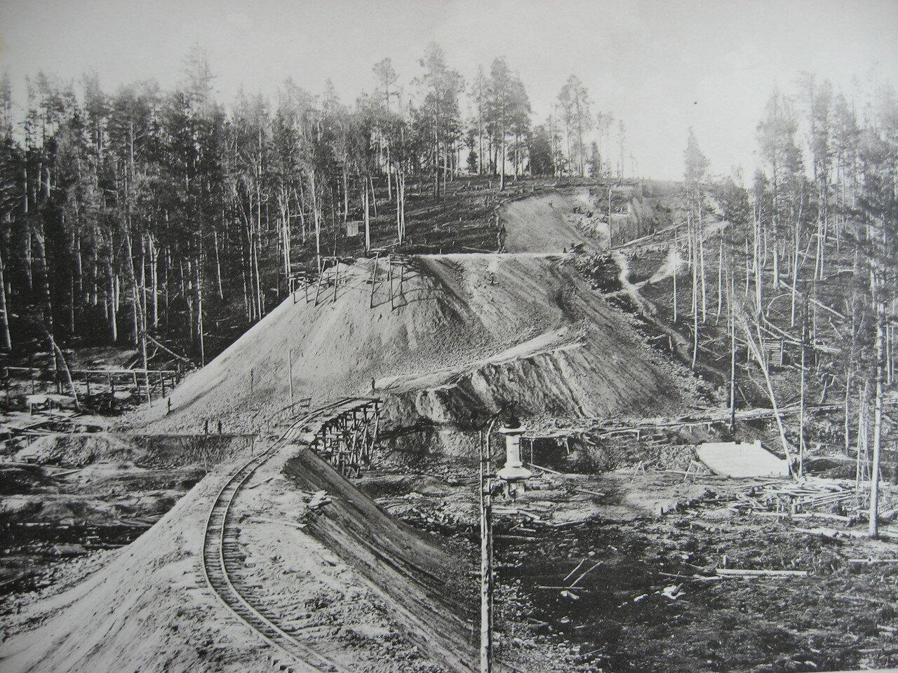 29. 2550 верста. Сооружение насыпи на «Берёзовой пади»; высота насыпи 12,74 саж. Строительный период 1908