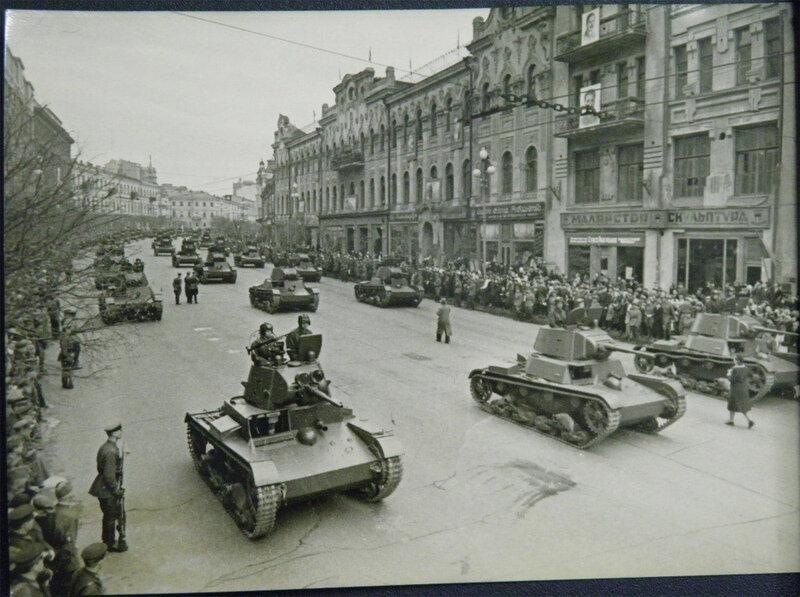 Парадный строй Т-26 на Крещатике, 7 ноября 1938 года.
