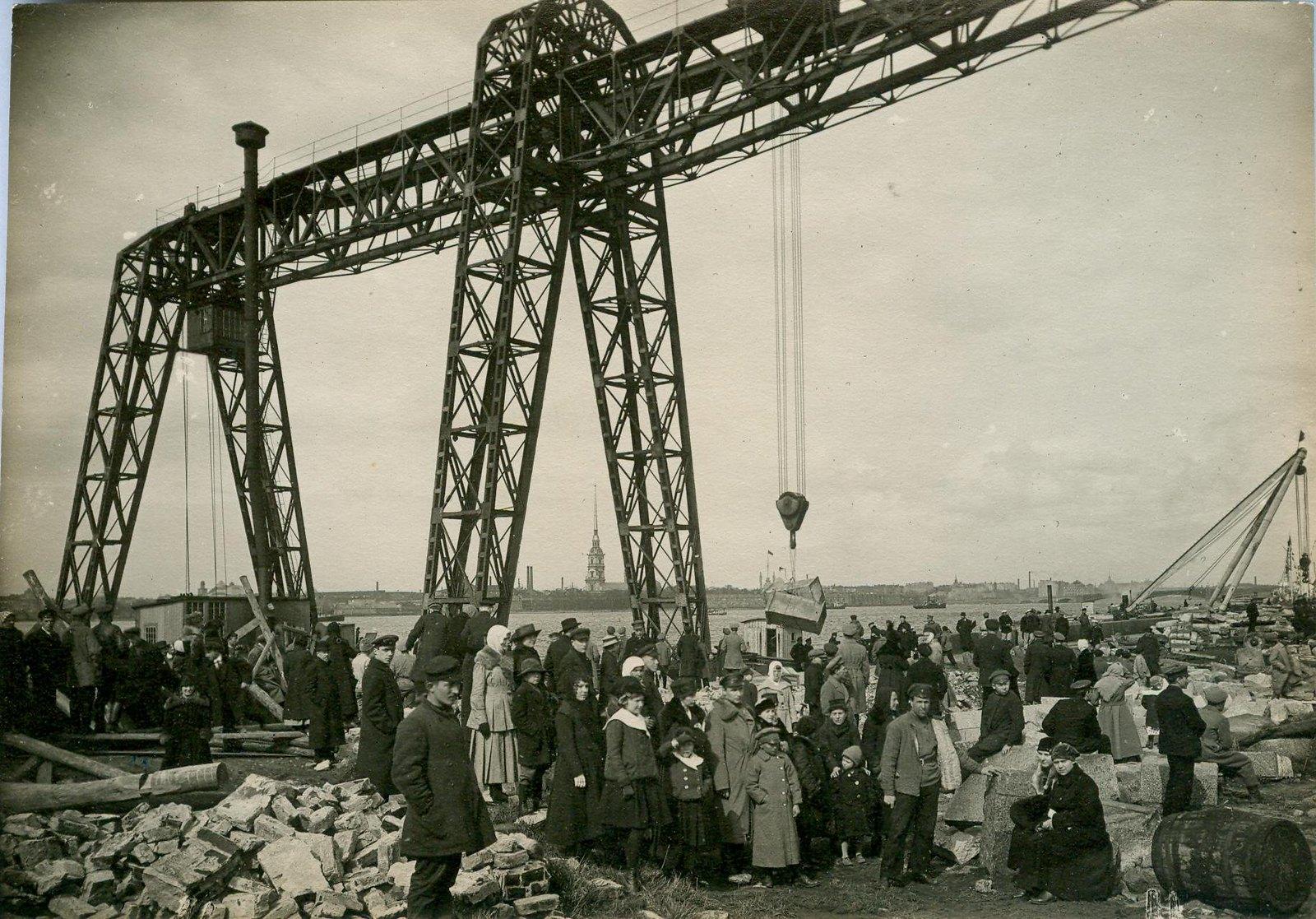 1920. Первомайский субботник у Дворца Искусств. Петроград
