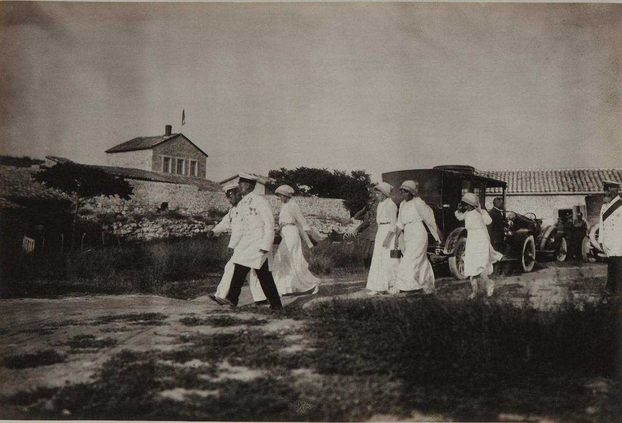 1913. мператор Николай II с дочерьми посещает Херсонес