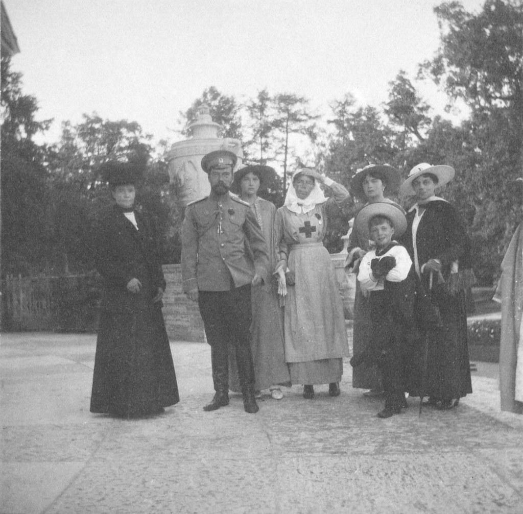 1914. Императорская семья у Елагина дворца
