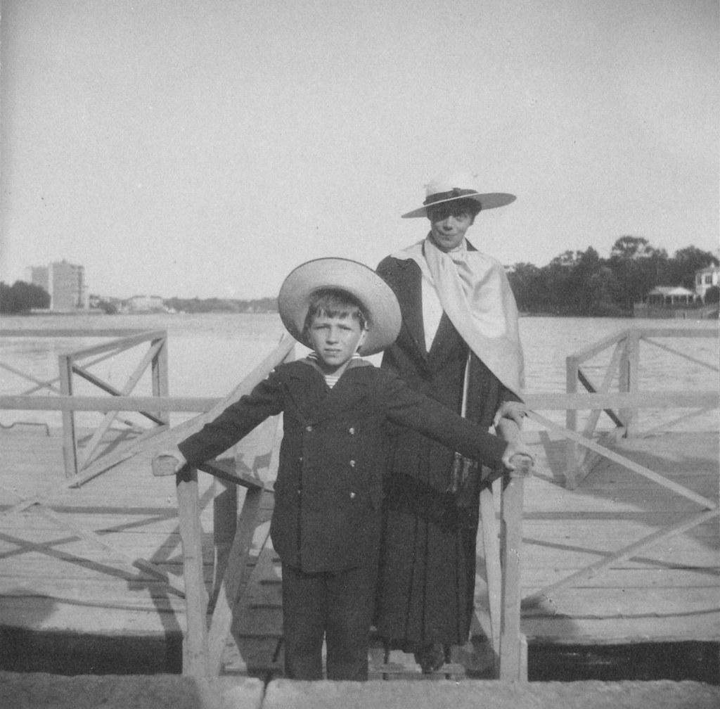 1914. Вел. кн. Ксения Александровна с сыном Василием. Елагин остров