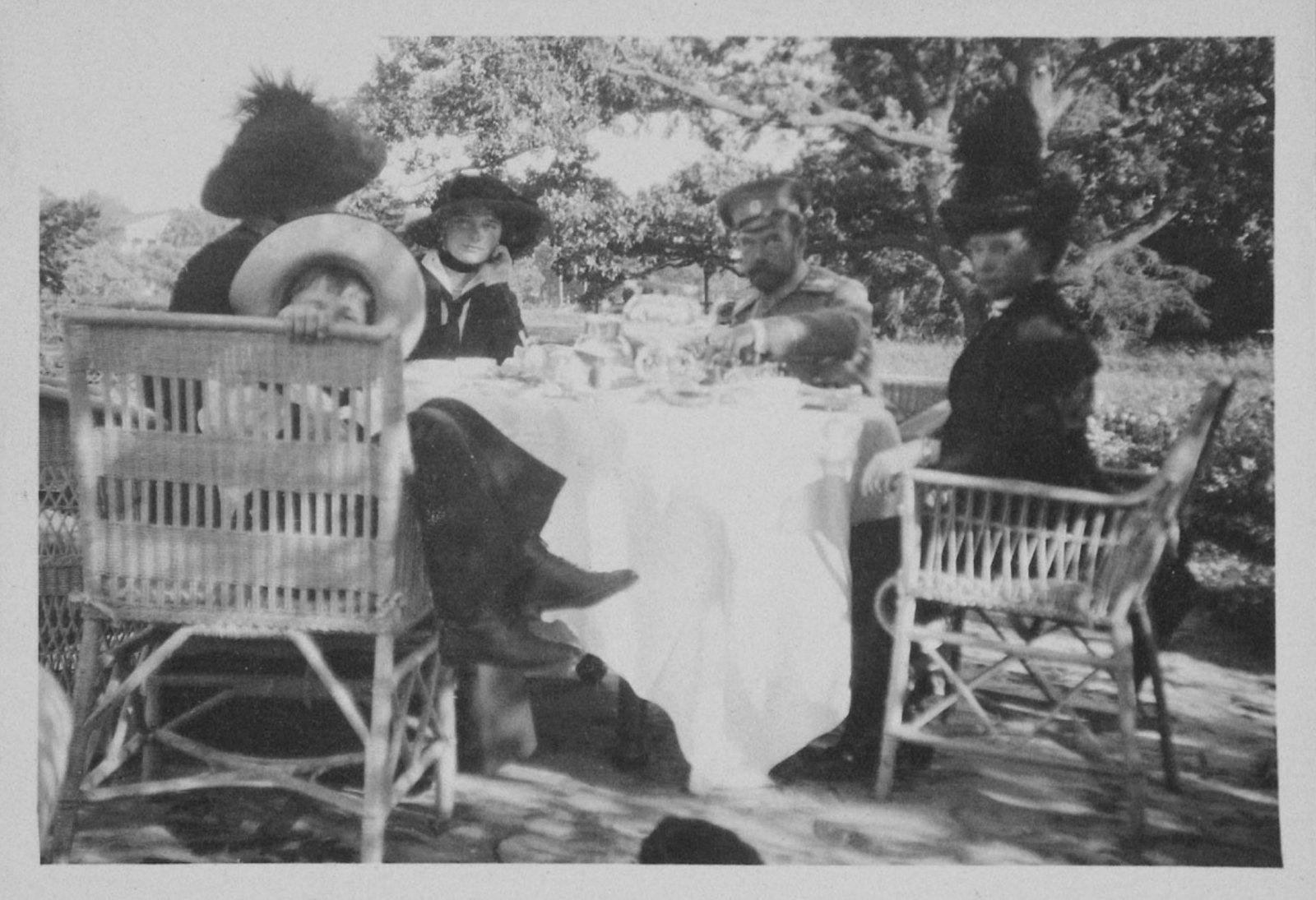 1914. Мария Фёдоровна принимает гостей. Елагин остров