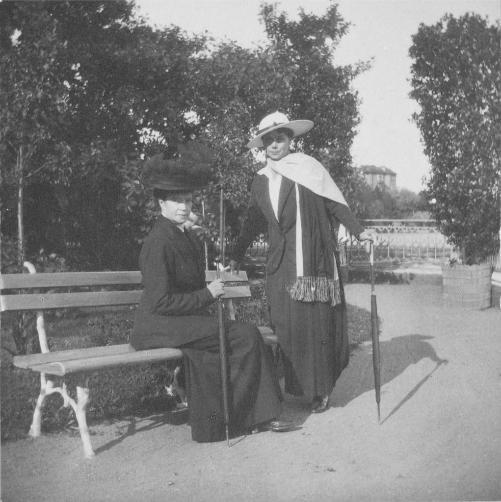 1914. Мария Фёдоровна и Ксения Александровна. Елагин остров