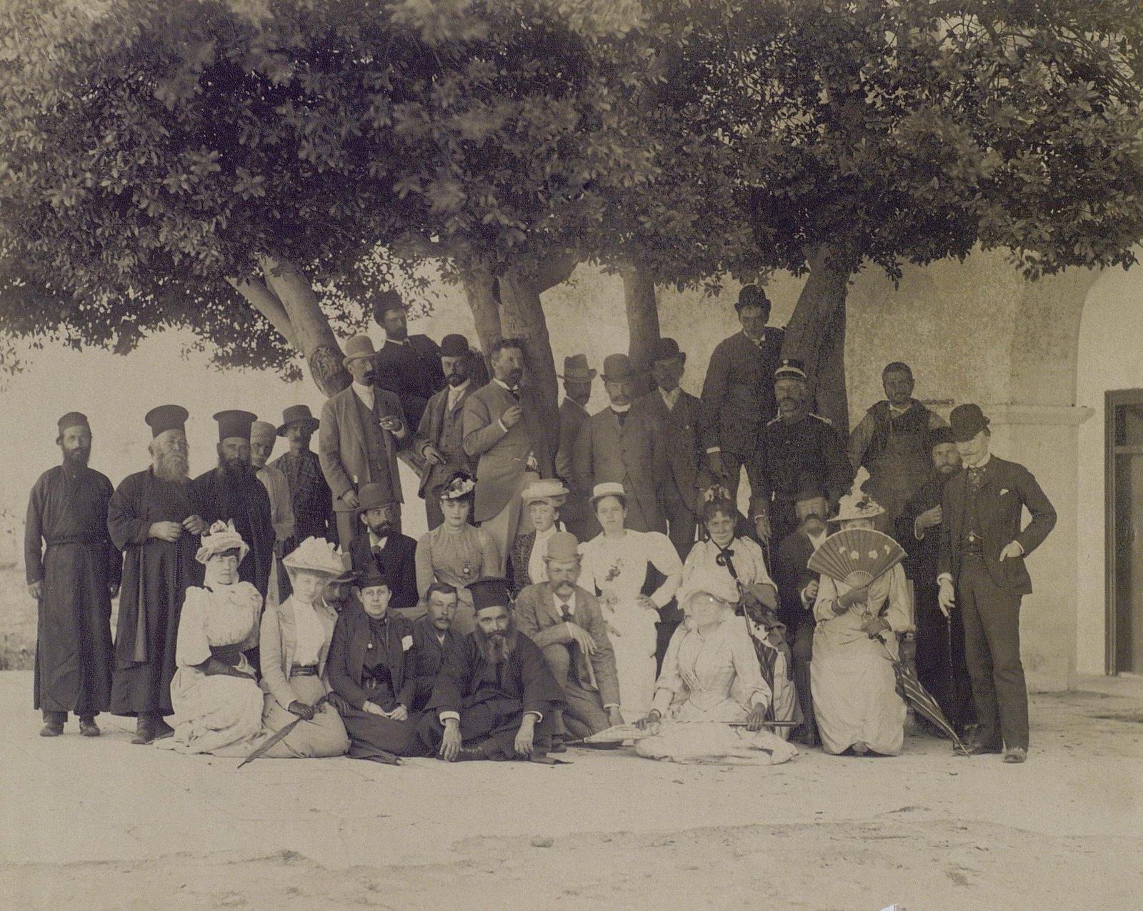 10. 1890. Греция. Групповой портрет со священнослужителями