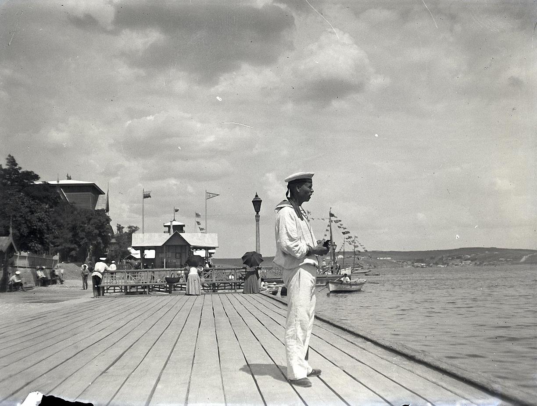 1897. Севастополь. Матрос на Графской пристани