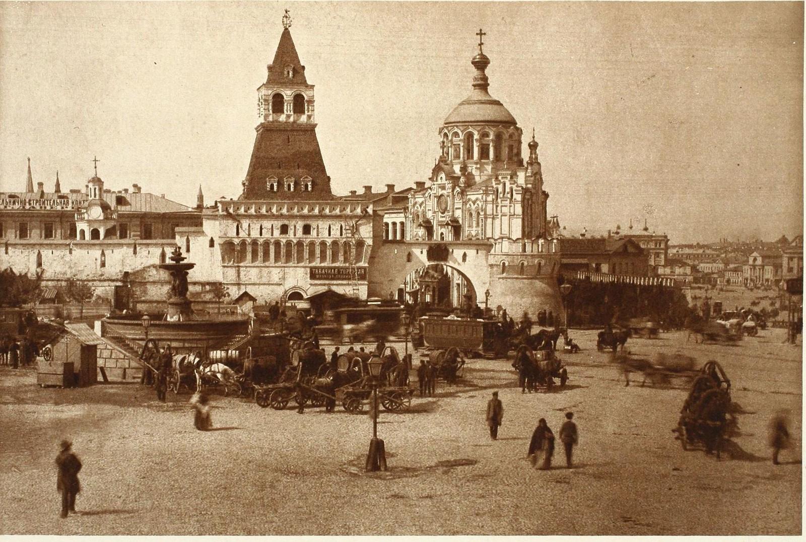11. Лубянская площадь в 1890-х. Уничтоженный «водоразбор» и упраздненная «конка»