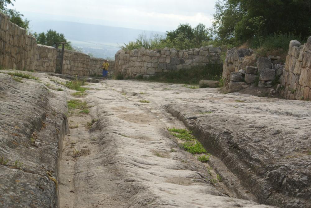 Каменные колеи Крыма