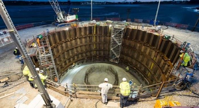 Позволяет вести работы посреди большой воды. |Фото: theconstructor.org.