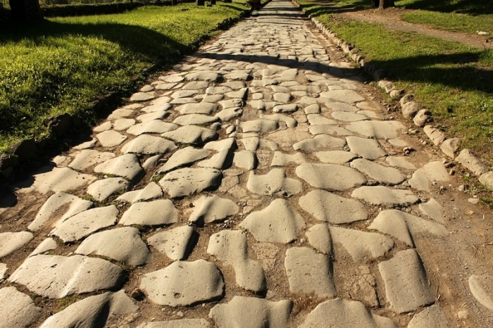 В первую очередь дорога является военным объектом. |Фото: welemudr.mirtesen.ru.