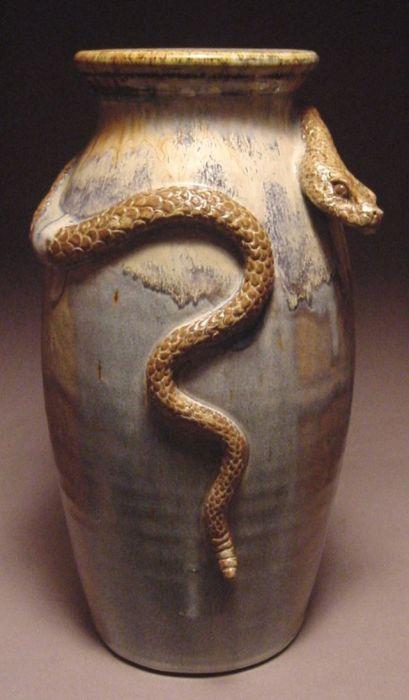Древние цивилизации довольно активно использовали животных и разных гадов на войне. | Фото: pinterest.com.