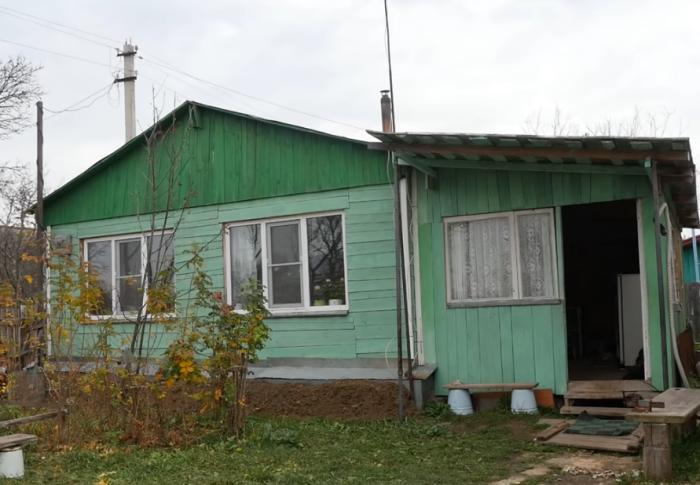 Вот такой дом построил незрячий мужчина собственными руками (д. Зарытки, Рязанская обл.).   Фото: youtube.com/ FORUMHOUSE.