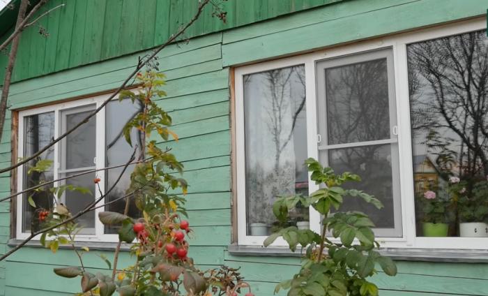 Благодаря не равнодушному руководителю фирмы, занимающейся установкой металлопластиковых окон в доме мамы теперь светло и тепло (д. Зарытки, Рязанская обл.).   Фото: youtube.com/ FORUMHOUSE.