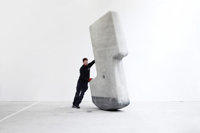 Сотрудники лаборатории Matter Design доказали, что блоки весом до 25 тонн можно передвигать одному человеку. | Фото: segodnya.ua.