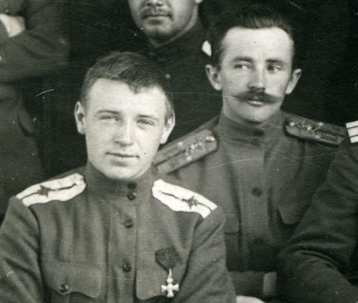 22-летний прапорщик Алексей Черемухин  (слева) | Фото: ria1914.info.