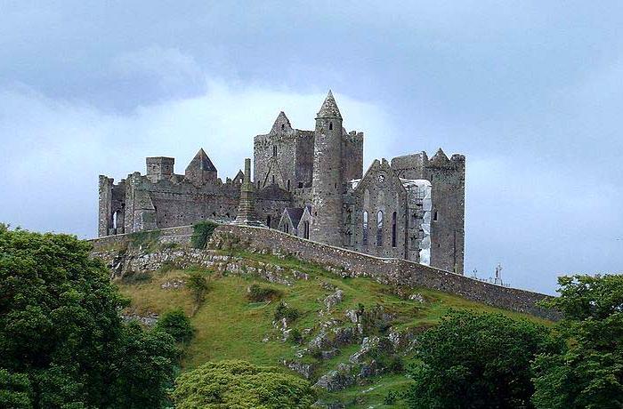 Замок на возвышении - норма для Средневековья. /Фото: allcastle.info