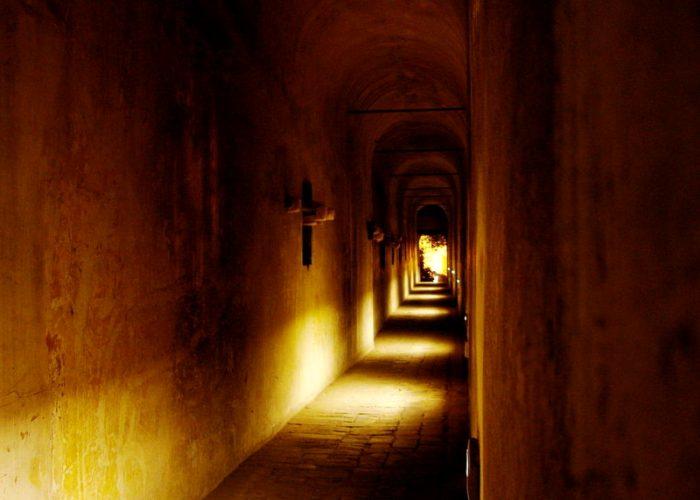 Увы, но тайные ходы могут стать Ахиллесовой пятой замка. /Фото: messynessychic.com
