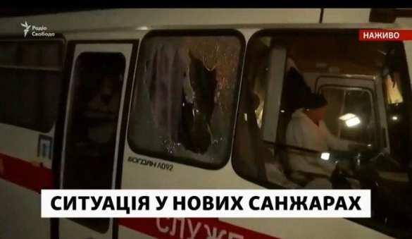 «Просто ад»: Протестующие кидают камни иугрожают сжечь эвакуированных изКитая (ФОТО, ВИДЕО) | Русская весна