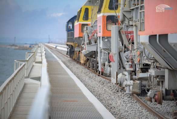 Железнодорожные пути дошли до середины Крымского моста (ФОТО, ВИДЕО) | Русская весна