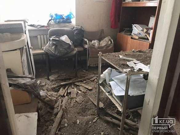 В больнице на родине Зеленского рухнул потолок (ФОТО) | Русская весна
