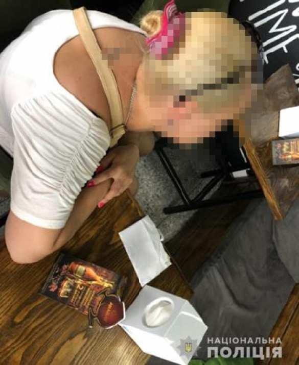 Во Львове женщина пыталась продать свою несовершеннолетнюю дочь в сексуальное рабство за границу (ФОТО) | Русская весна