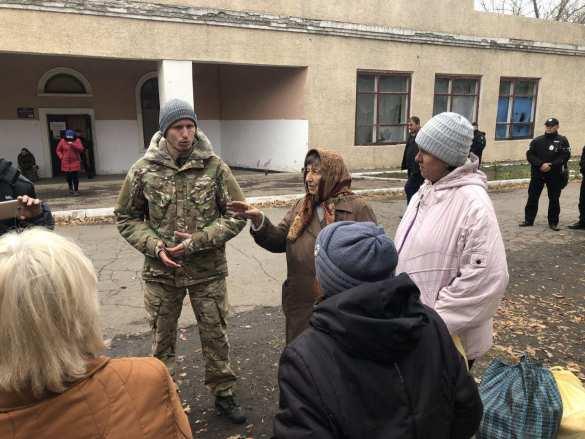 Донбасс: Полиция на блокпосту обстреляла боевиков «Азова», направлявшихся к пункту разведения сторон (+ВИДЕО, ФОТО) | Русская весна
