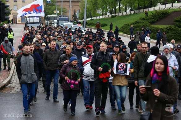 Первомай вХарькове: на демонстрантов напали неонацисты, в ход пошла зелёнка (ФОТО, ВИДЕО) | Русская весна