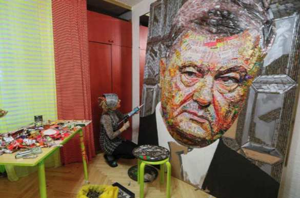 На Украине показали портрет Порошенко изобёрток Roshen иснарядов (ФОТО) | Русская весна