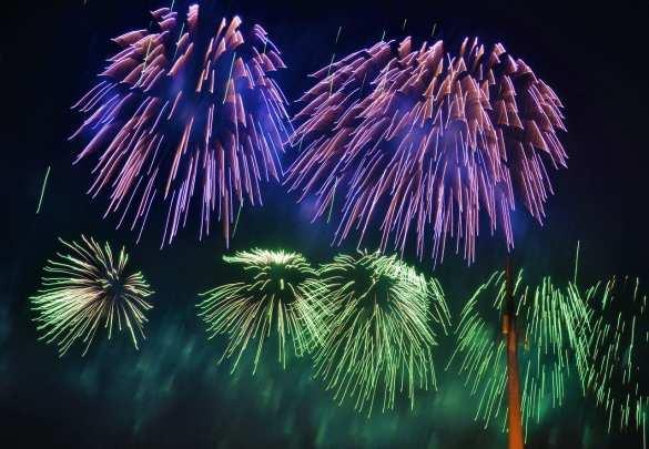 Это очень красиво! Небо Москвы озарил салют в честь 75-летия освобождения Одессы (ФОТО, ВИДЕО) | Русская весна