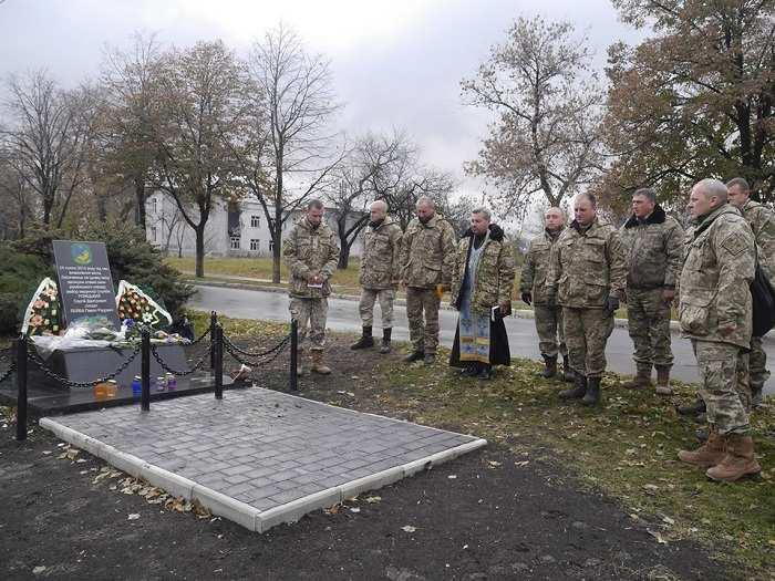 На Донбассе подправили памятник «героям ВСУ» (ФОТО) | Русская весна