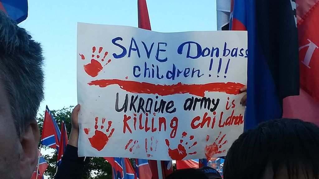 «Посмотрите в глаза Донбассу» — как назвать человека, стреляющего в ребёнка? (ФОТО)   Русская весна