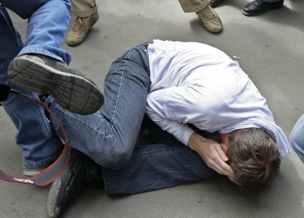 Фашизма нет: Два копа-«западенца» издевались над водителем на Луганщине | Русская весна