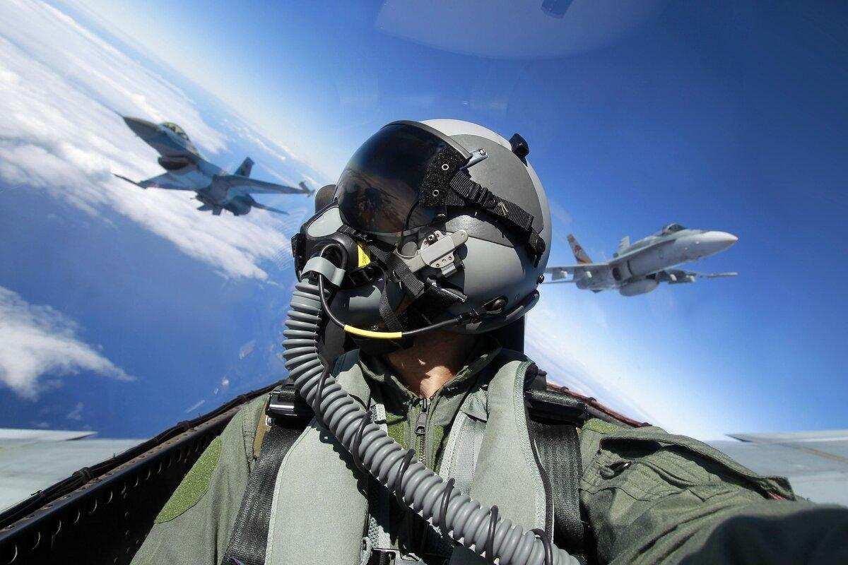 Дикая смерть: пилоты столкнувшихся самолётов ВМС СШАделали безумные селфи поднаркотиками   Русская весна