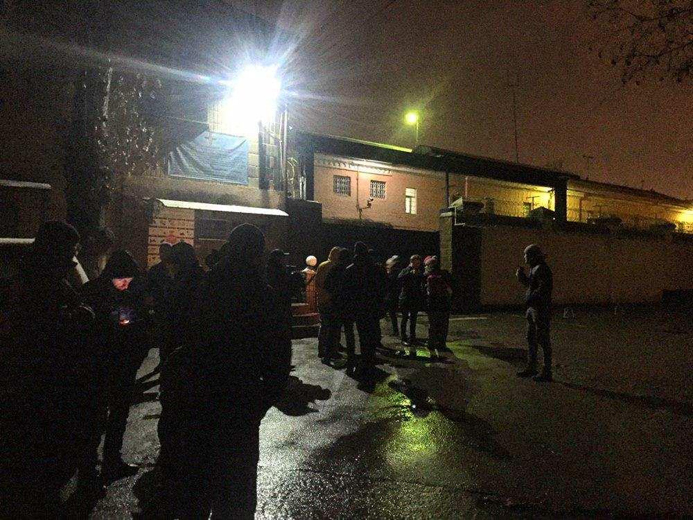 «Активисты» блокируют выезды из Лукьяновского СИЗО, чтобы сорвать обмен экс-«беркутовцев» (ВИДЕО) | Русская весна