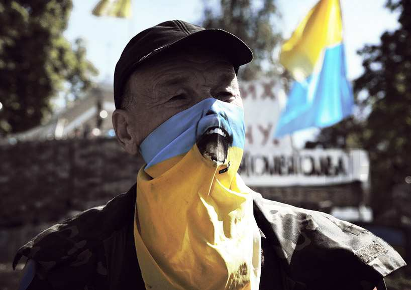 Протестующие против мира наДонбассе спели гимн «Порох-тура», назвав егогимном Украины (ВИДЕО) | Русская весна