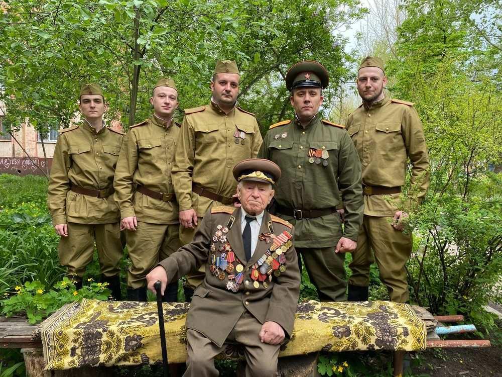 Несломленный Донбасс: Армия ЛНР чествует победителей над фашизмом (ФОТО, ВИДЕО) | Русская весна