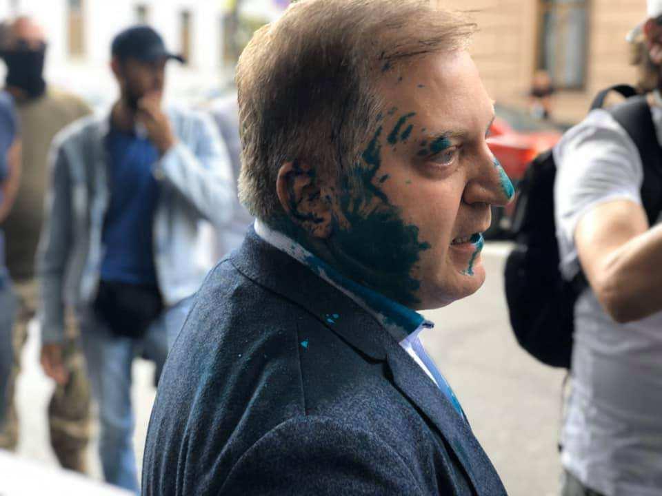 Это Украина: журналистка издевается над облитым зелёнкой нардепом (ВИДЕО) | Русская весна