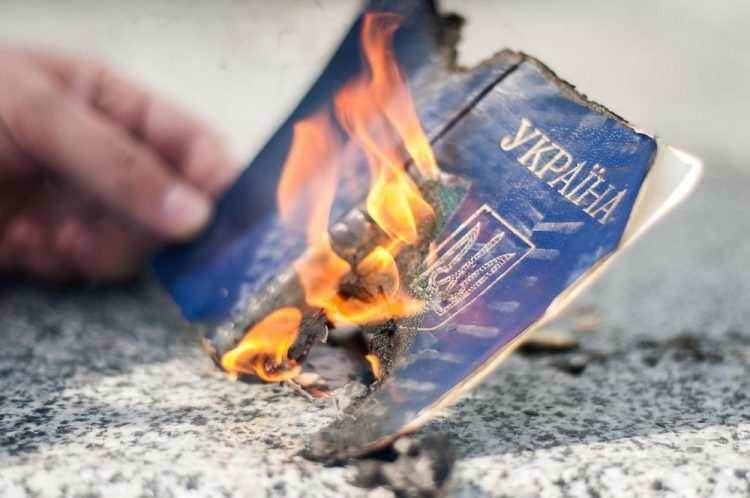 Что говорят жители Донбасса о российских паспортах: без купюр (ВИДЕО) | Русская весна