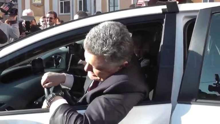 На Порошенко напал россиянин из«Азова», которому Зеленский дал гражданство (ВИДЕО)   Русская весна