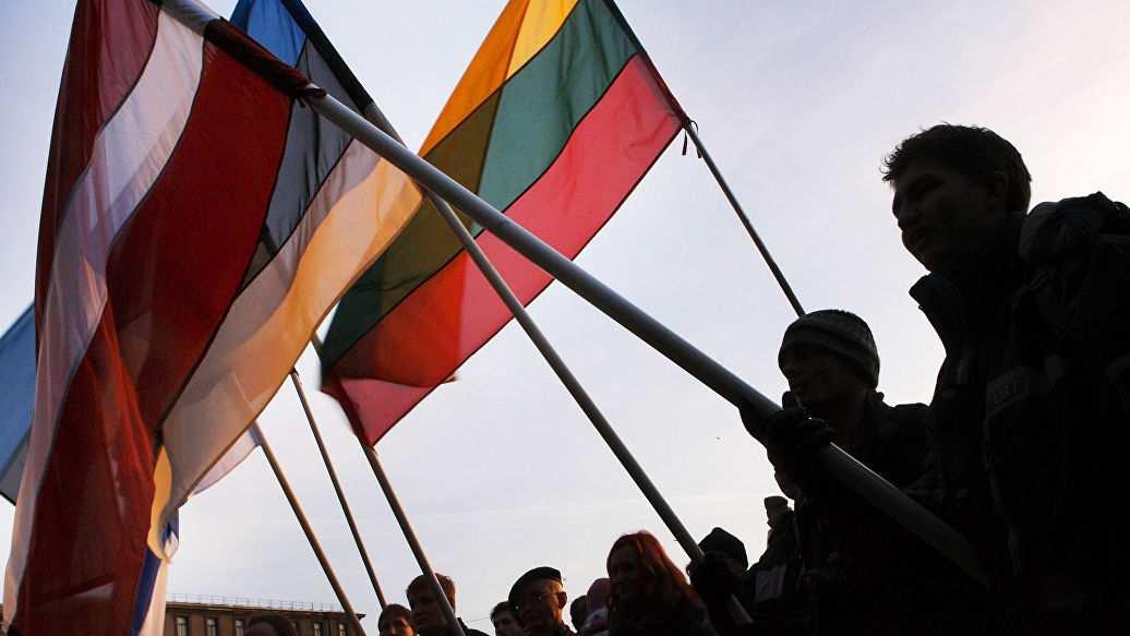 Коронавирусная Прибалтика: эстонцы тонут в клубнике, а у литовцев отнимают макароны   Русская весна