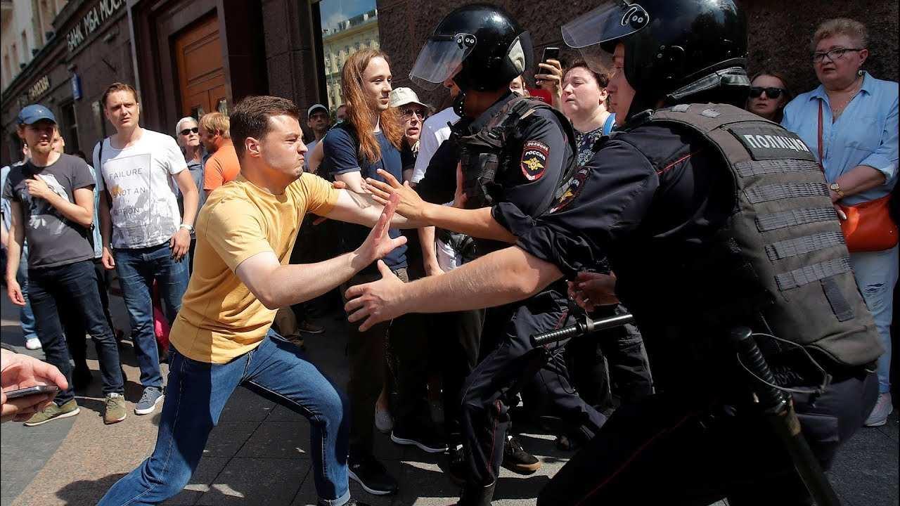 Почему Донбасс против оппозиционных митингов в России — мнение комбрига ДНР   Русская весна